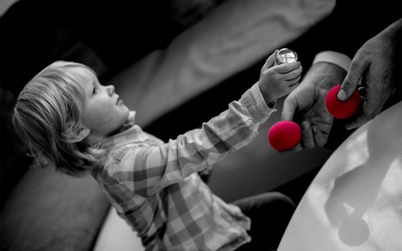 kinderveranstaltung_kind mit salzstreuer